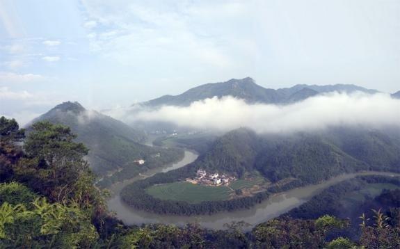 Фен шуй: река огибает гору