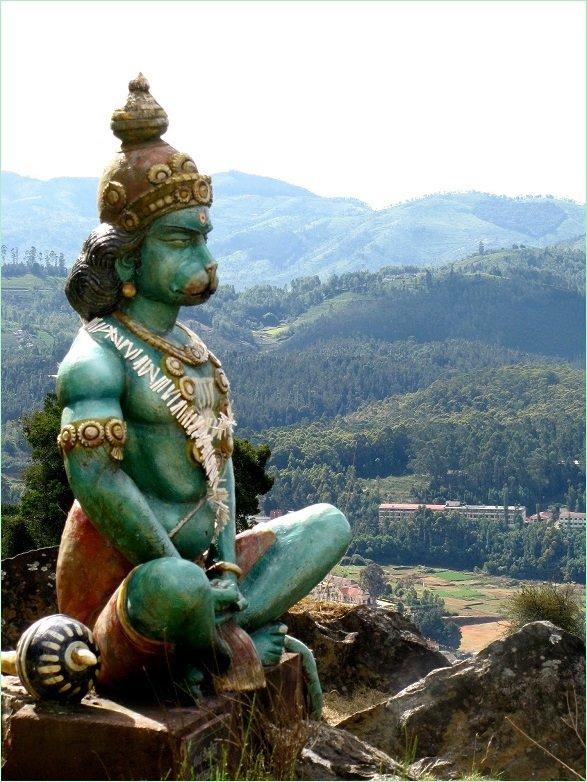 Шаматха - медитация для начинающих йогу. Хануман на вершине горы, скульптура на о. Бали.