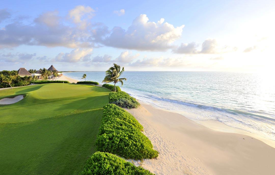 Мексиканская ривьера - гольф и море.
