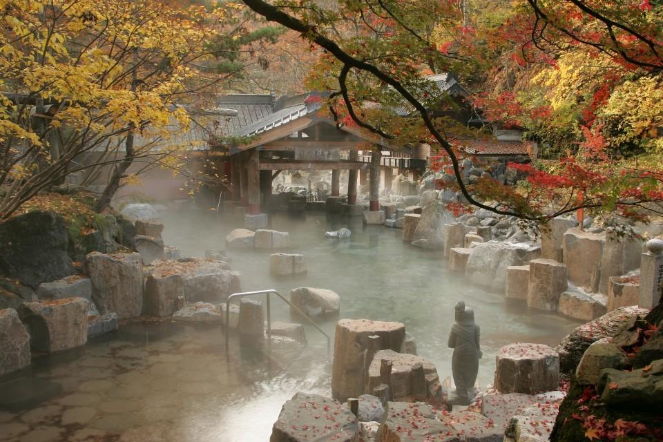Онсэн - традиционное заведение в Японии для купания в горячих источниках