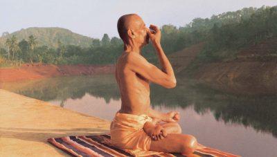 Нади шодхана пранаяма на берегу озера