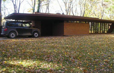 Дом Гетч-Уинклер, экстерьер осенью.