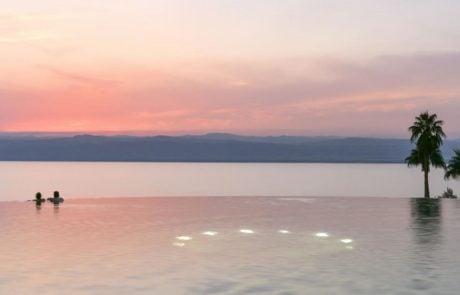 Отдых в Иордании, спа-отель Kempinski Ishtar, бассейн на закате