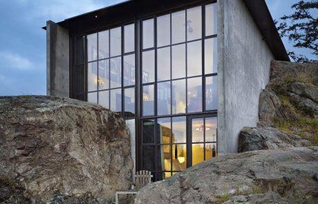 Монолитный дом Пьер, бетонные стены и стекло