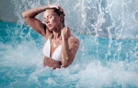 Спа курорт Голубая лагуна, термальный водопад