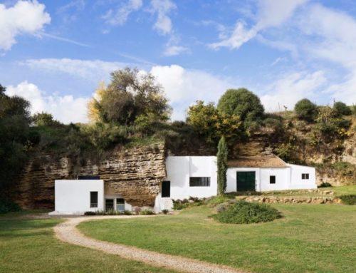 Современный дом в пещере — как это выглядит?