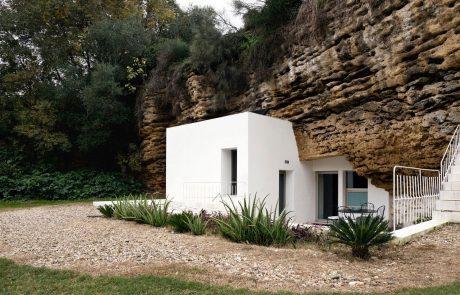 Современный дом в пещере, экстерьер