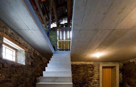 Подземный дом вилла Вальс, интерьер амбара