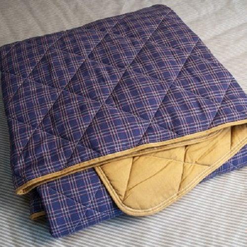 Стеганое одеяло из конопли синее в клетку