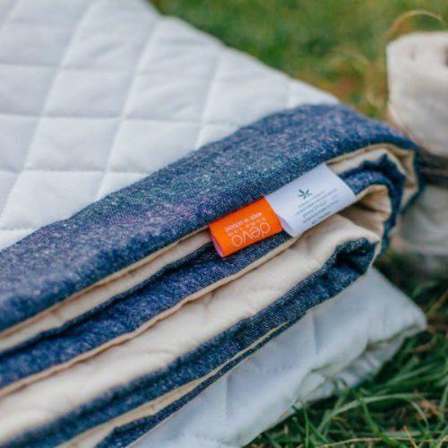 Стеганое одеяло из конопли (белое с джинсом)