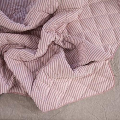 Стеганое одеяло из конопли в красную полоску