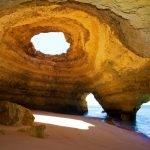 Алгарве, пещера и пляж Бенагил