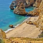 Пляж Маринья, Алгарве, Португалия