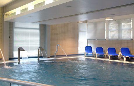 Курорт Калдас де Моншике, бассейн с термальной водой в спа-центре