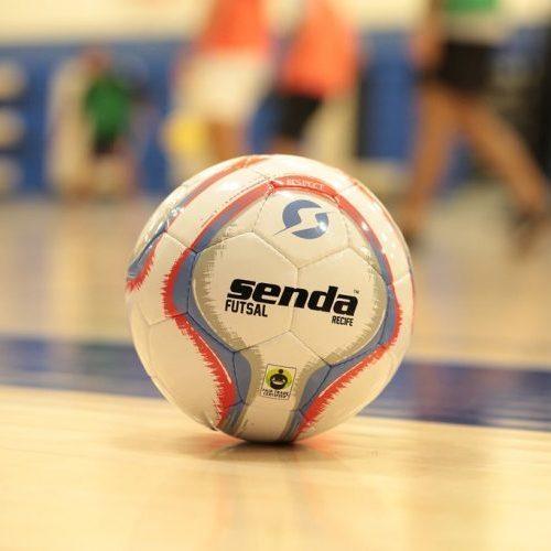 Футзальный мяч Senda Recife на площадке