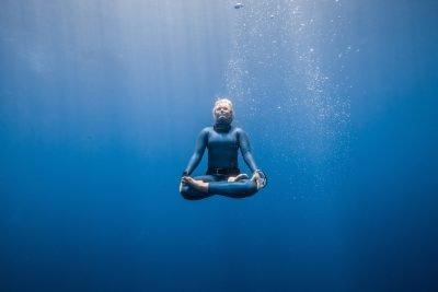 Пранаяма для начинающих. Задержка дыхания (кумбхака) под водой.