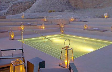 Курорт Amangiri, бассейн в спа центре Aman Spa вечером