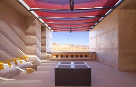 Курорт Amangiri, большой холл с видом на пустыню