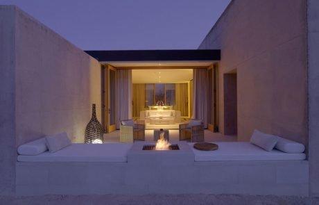 Курорт Amangiri, терраса с камином