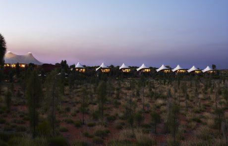 Лагерь Longitude 131° вечером