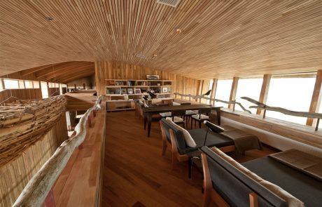 Интерьер отеля Tierra Patagonia, библиотека