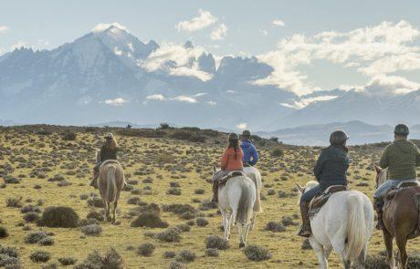 Верхом на лошади по Национальному парку Torres del Paine, Чили