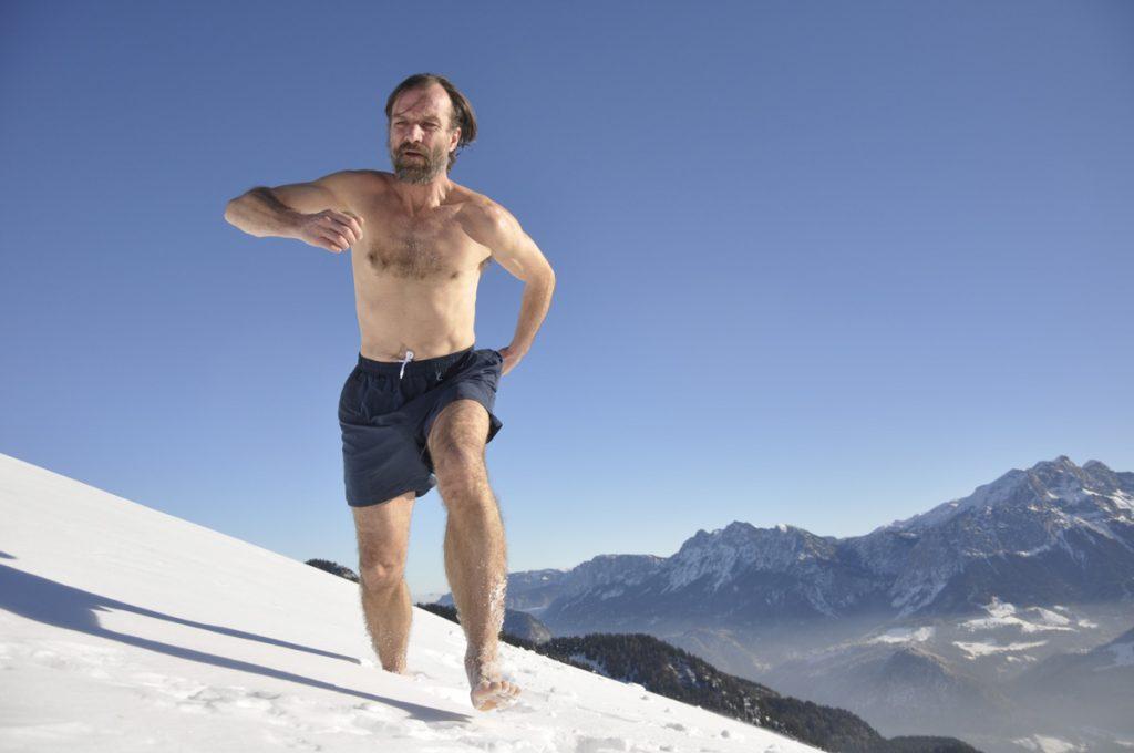 Вим Хоф, бегущий по снегу