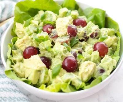 Рецепты здорового питания: салат с авокадо и курицей