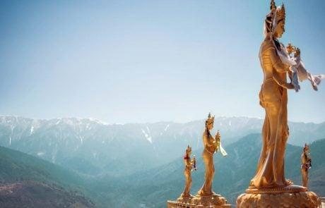Золотые статуи в Тхимпху, Бутан