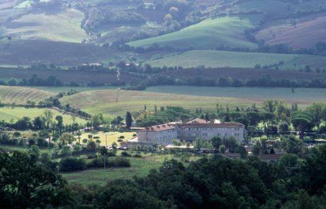 Спа-отель на термальном курорте Термы Сатурнии, расположенный в долине