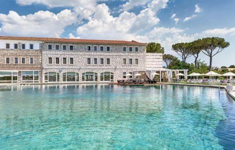Спа-отель курорта Термы Сатурнии, открытый бассейн