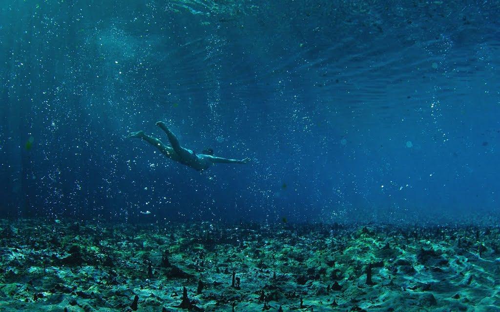 Термальный курорт Термы Сатурнии, термальные источники на дне бассейна