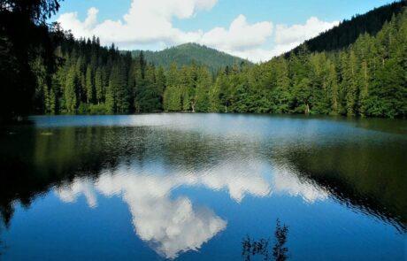 Озеро в Карпатах, Западная Украина
